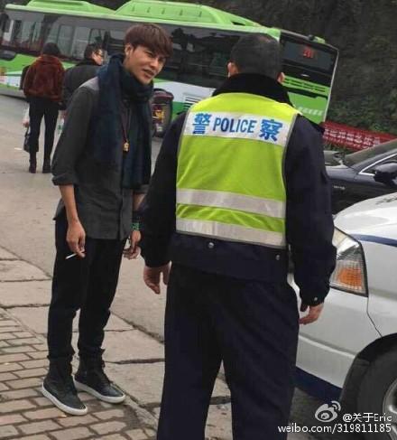 组图:网曝陈坤重庆开车被撞 因粉丝欲索要签名