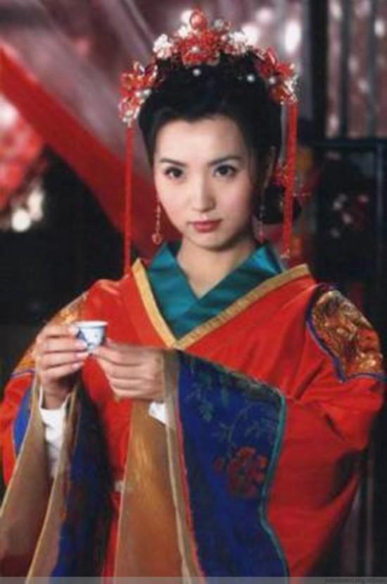 赵薇古代新娘装扮曝光 女星凤冠霞帔谁最美图片