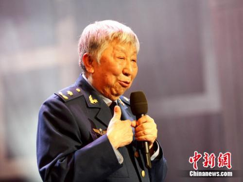 阎肃当选《感动中国》2015年度人物