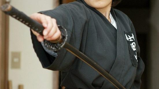日本演员在排练中被武士刀捅伤肚子伤重死亡