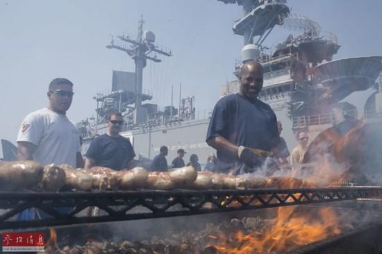 舌尖上的战舰:美军航母潜艇烤肉大会