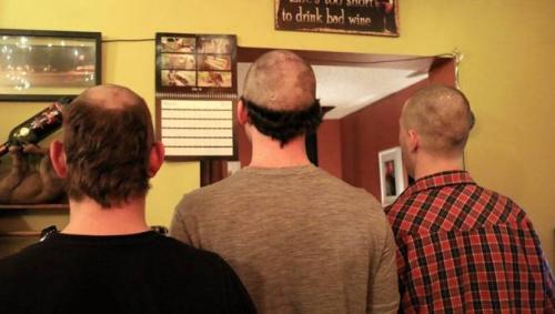"""因为居民们长期""""互剪"""",形成千奇百怪发型。"""