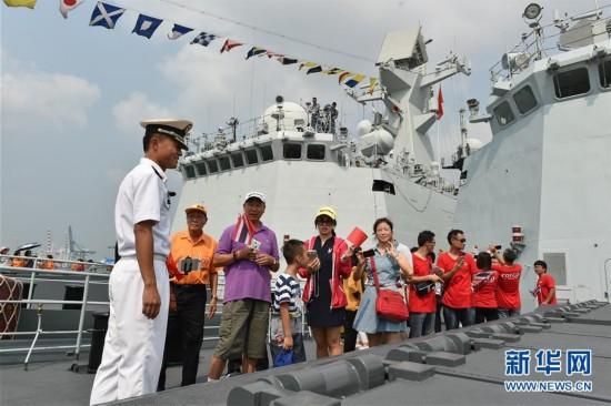 中国海军护航编队对泰国进行友好访问