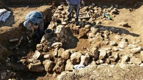 考古学家在耶路撒冷发现7000年前的人类部落。