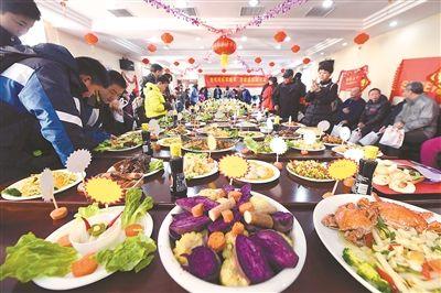 南京一社区百家宴邻里节开席 赛过年夜饭
