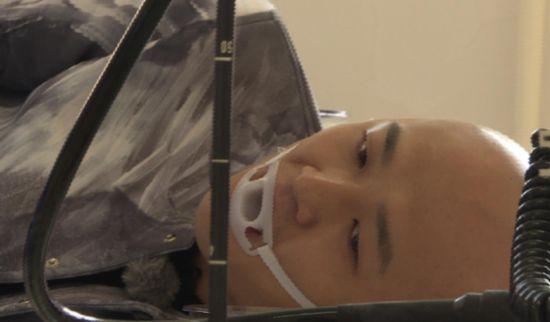 《旋风》包贝尔被紧急推进手术室 妈妈崩溃签责任书