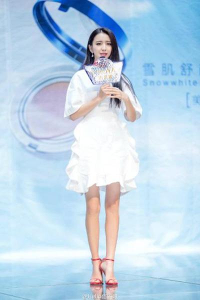 李小璐炫耀体重不足90斤 盘点娱乐圈腿细如针