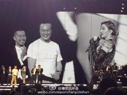 陈奕迅晒与麦当娜同台照留言:超级兴奋(图)