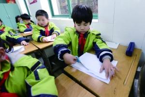 南京中小学生开学第一课形式丰富 爸爸当老师