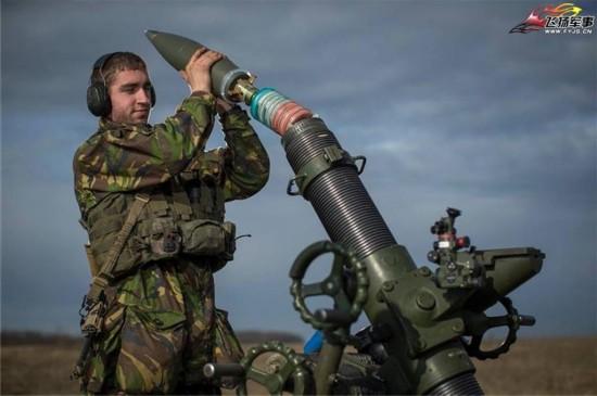 打炮_高清细节照:荷兰陆军如何打炮(组图)