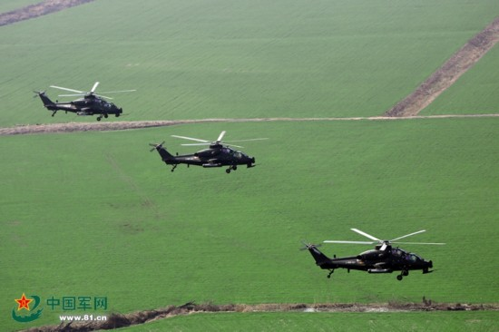多架武直-10出击 超低空远距离极限飞行