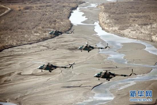 (軍事)(1)新疆軍區某陸航旅進行實戰化飛行訓練