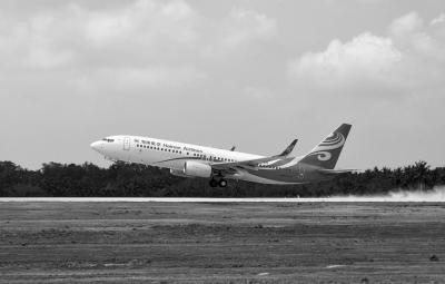 飞机平稳降落 海南博鳌机场试飞成功