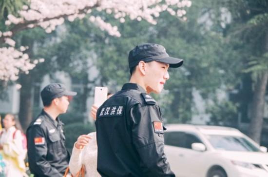 櫻花節現最帥保安 被爆20歲已有女友(組圖)