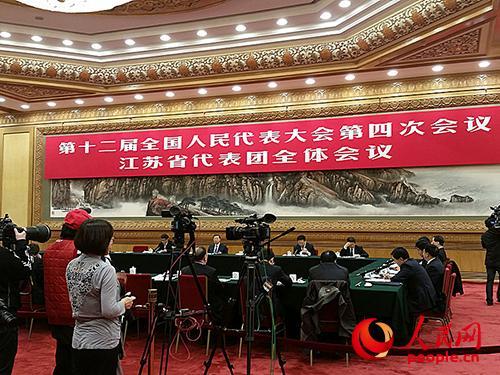 3月7日下午,十二届全国人大四次会议江苏代表团对境内外媒体开放。人民网记者王继亮摄