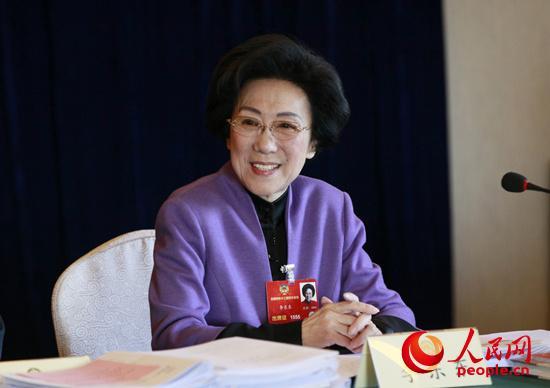 李东东委员在新闻出版界小组会上。人民网记者慎志远摄