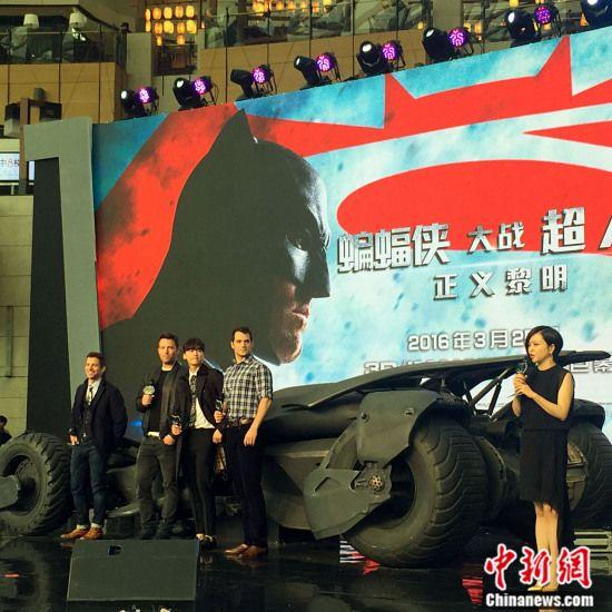 李易峰助阵《蝙蝠侠大战超人》:想借蝙蝠车开开