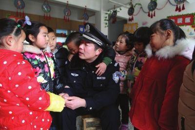 南通海安民警深入幼儿园 开展防拐防骗宣传