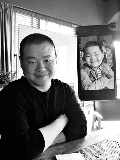 岳云鹏晒与萌娃撞脸照 网友:这娃长得太带劲(图)