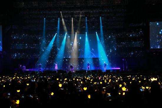 BIGBANG巡演与粉丝互动成员投篮动作帅气(图)