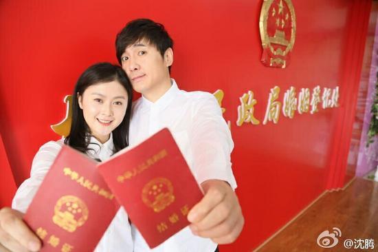 沈腾晒结婚证 818明星结婚证照片最美姿态