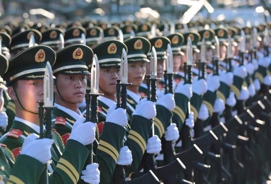 """队官兵组建的""""武警部队英模部队方队""""光荣接受检阅.-中国武警风图片"""