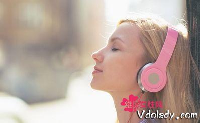 女子戴耳机患突发耳聋 竟是每天听音乐音量开太大