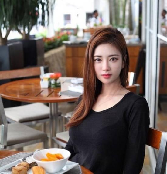 韩国网络女主播韩申颖 令人惊叹的魔鬼身材