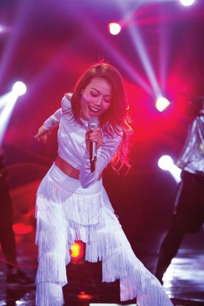 容祖儿参加《我是歌手》提升穿衣技能 带伤热舞感受孤单