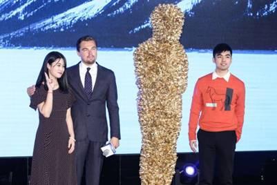 小李获赠玫瑰金人遭调侃 中国网友这么说:多拍一些好看的商业片