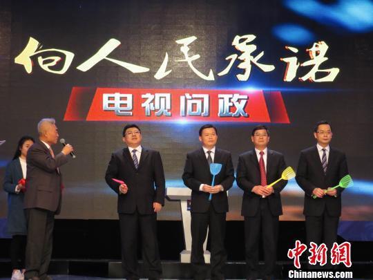 """南宁电视问政火药味十足县委书记被送""""苍蝇拍"""""""