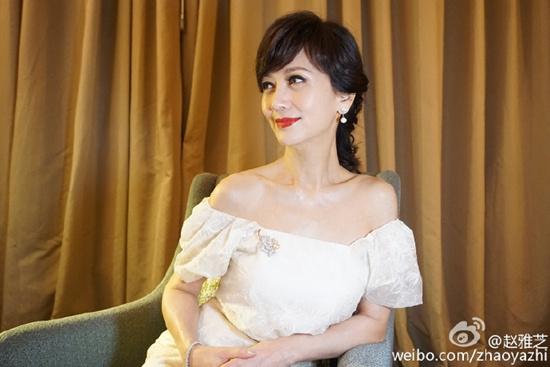 赵雅芝穿露肩装晒美照网友:中国第一美女啊(图)