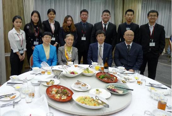 日本科学协会会长大岛美惠子(前排左二)与访日团部分成员合影(日本科学协会供图)