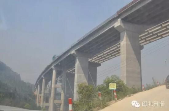 福银线南平连接线)及海西网南平至顺昌高速公路相连,经夏道,南山,赤门