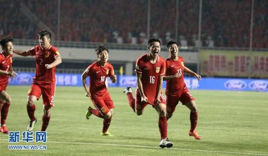 世预赛:中国队2比0战胜卡塔尔队(组图)