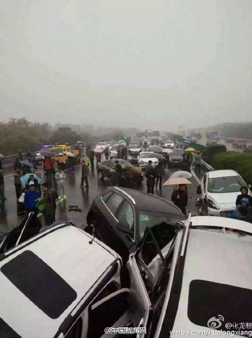 沪宁高速常州段发生连环车祸 伤亡不明