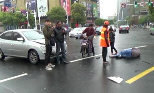 常州一头像带重伤骑行电动车闯红灯被撞纹身黑白女孩女生市民图片