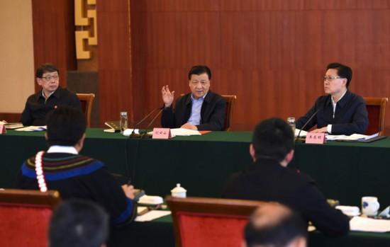 3月30日至4月2日,中共中央政治局常委、中央书记处书记刘云山在四川、云南调研。这是3月31日,刘云山在四川西昌召开脱贫攻坚工作座谈会。