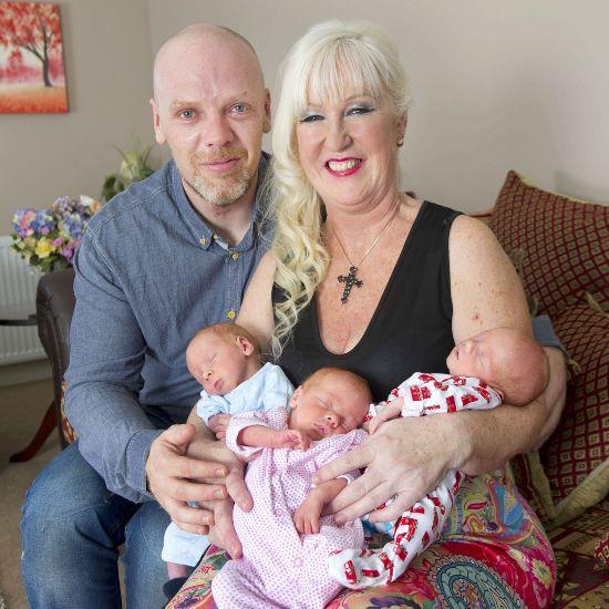 成为英国最高龄的三胞胎妈妈.(网页截图)-英国55岁女子生三胞胎