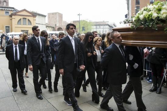 组图:老马尔蒂尼葬礼举行 众名宿出席气氛沉重