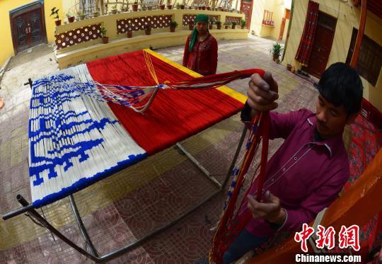 新疆丝绸古老手工艺焕发青春助力民众脱贫