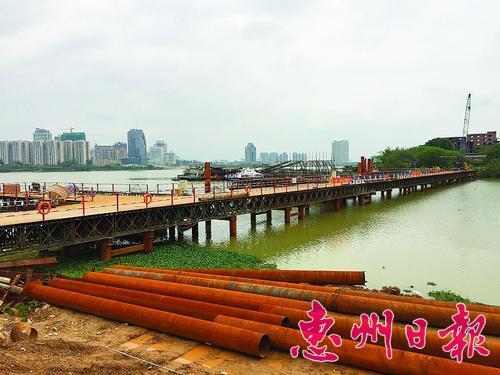 新開河北橋建設施工現場。 本報記者楊 熠 攝