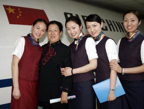 中国第一批空姐什么样