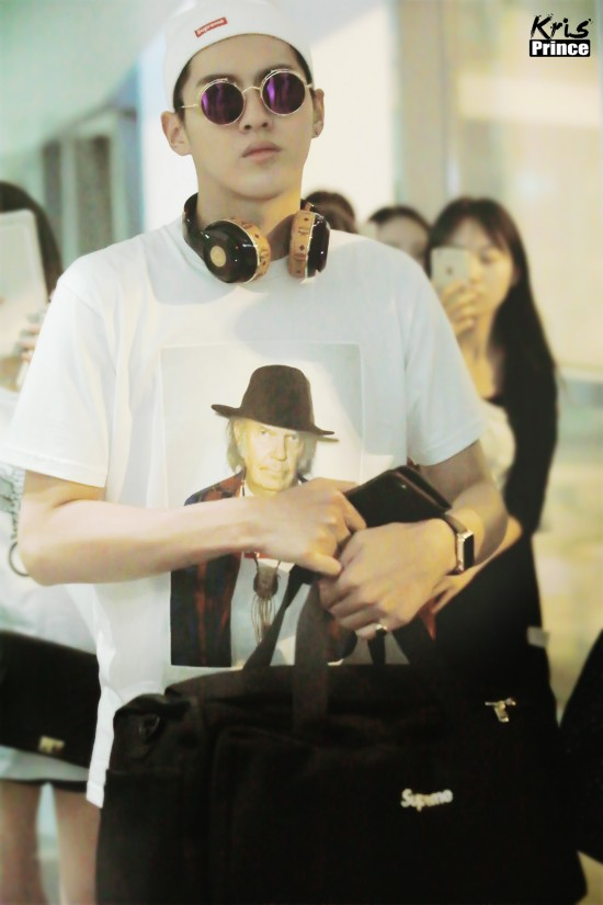 《夏有乔木》最新剧照曝光 忧郁王子面孔之下的吴亦凡 仍是机场的时尚先生