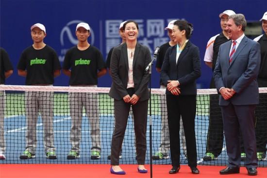 高清:2016国际青年网球大师赛 李娜出席颁奖仪式