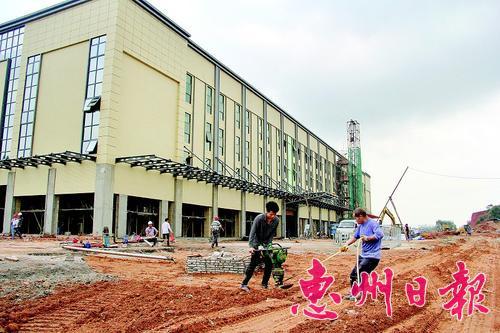 正在建设中的惠阳国际家具材料城。 本报记者黄尉宏 摄