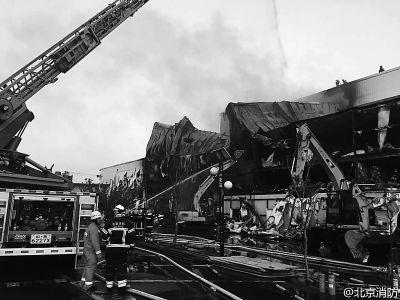 丰台灯具城火灾原因:电焊时溅起的火花引发明火
