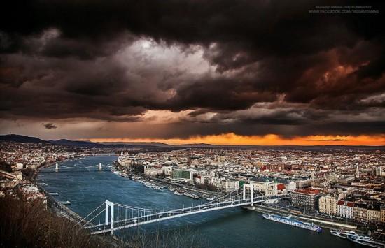 最美的城市风光,所取之景令人震撼.-匈牙利火车司机冒险攀高捕捉图片