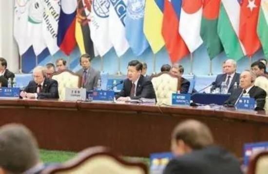 图为:2014年5月21日,亚洲相互协作与信任措施会议第四次峰会在上海举行。中国国家主席习近平主持会议并发表题为《积极树立亚洲安全观 共创安全合作新局面》的主旨讲话。