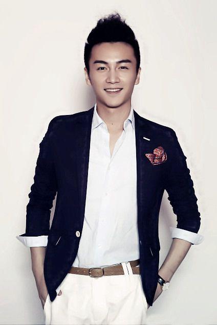 陈晓,1987年7月5日生于安徽合肥,中国内地男演员。2009年毕业于中央戏剧学院表演系本科班,2011年签约于正工作室。